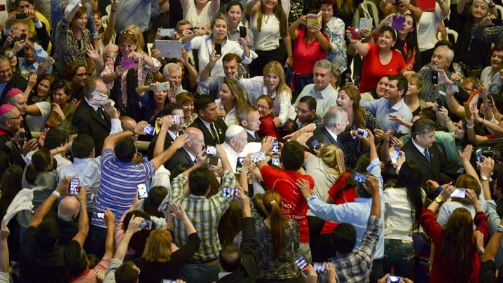 După sărbătoarea cu tinerii la Asunción, Papa Francisc s-a întors la Roma