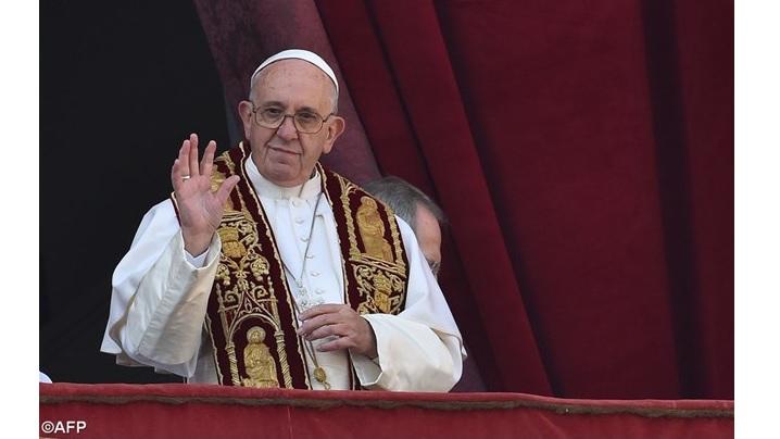 """""""Urbi et Orbi"""". Papa Francisc: numai milostivirea lui Dumnezeu eliberează omenirea de rău"""