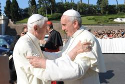 Papa Francisc a inaugurat o Statuie a Sfântului Arhanghel Mihail, în prezența Papei emerit