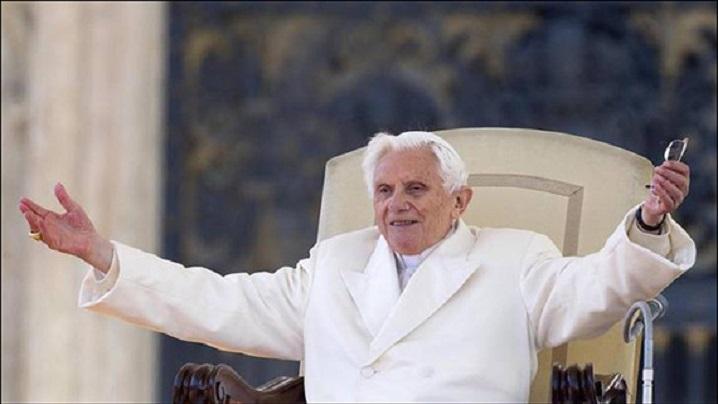 """Benedict al XVI-lea: """"Mă simt şi mai în comuniune cu Dumnezeu"""""""