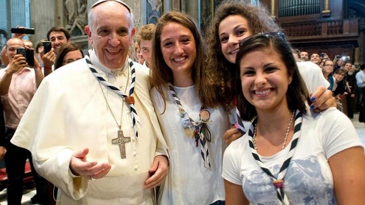 Papa îndeamnă studenții să lase o amprentă pozitivă în istorie