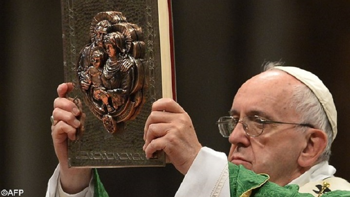Cartea papei Francisc despre milostivire apare în limba română