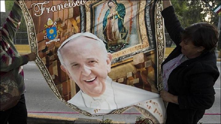 Papa şi privirea Sfintei Fecioare Maria de Guadalupe
