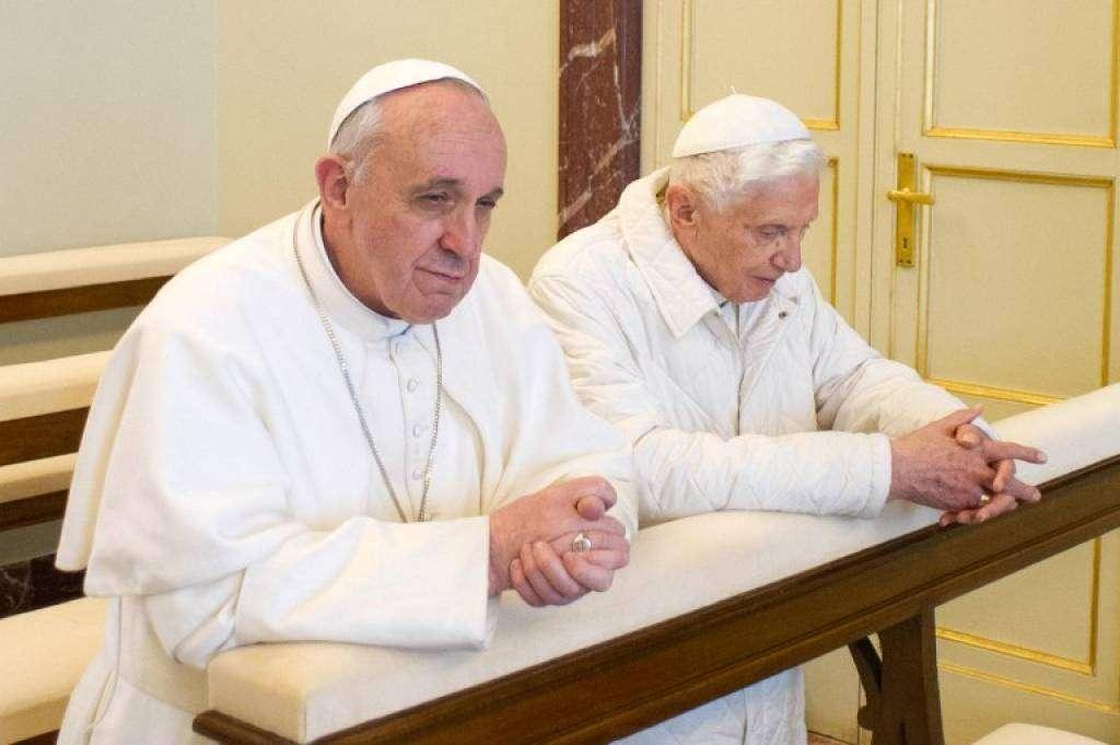 """Papa emerit Benedict al XVI-lea: """"Sunt bine şi trăiesc precum un călugăr"""""""