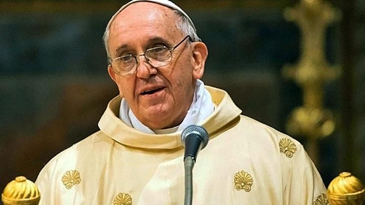 Omul a devenit nesătul și lacom.  Predica papei Francisc din Noaptea de Crăciun