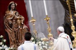 În prima zi din noul an, Papa Francisc a încredinţat Maicii Domnului necesităţile lumii întregi