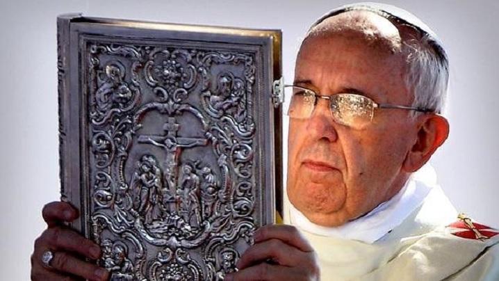 """LIVE: """"Te Deum"""", Sfânta Liturghie de Anul Nou și rugăciunea """"Angelus"""", celebrate de Papa Francisc"""