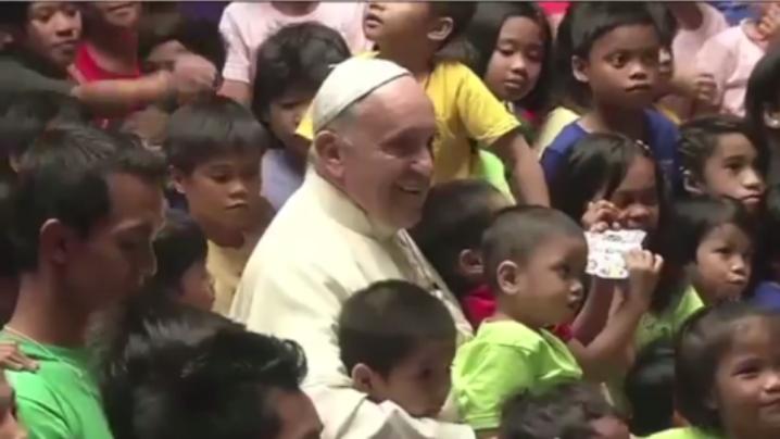 Papa Francisc mișcat profund de copiii de la ANAK-TNK