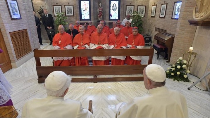 Papa Francisc în vizită la Papa emerit Benedict al XVI-lea, împreună cu noii cardinali