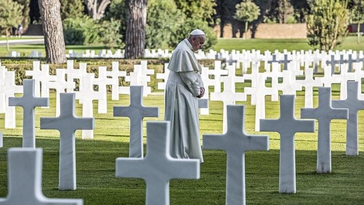 """""""Să nu mai fie război, Doamne! Să nu mai fie!"""": Papa, la Cimitirul American"""