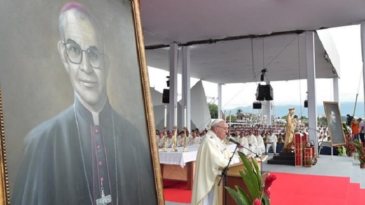 """Papa în Columbia. Beatificare la Villavicencio: """"Columbie, deschide-ți inima și împacă-te!"""""""