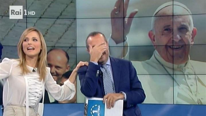 Video: Papa a intervenit în direct la o emisiune de televiziune
