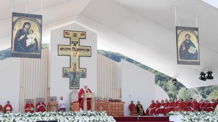 Slovacia. Papa Francisc, la Presov: Crucea Domnului, adevărată carte de deschis și de citit