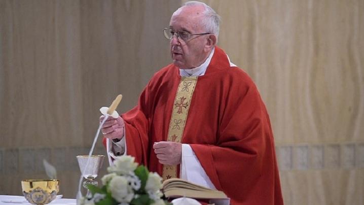 Episcopul și preotul, aproape de poporul lui Dumnezeu și departe de ideologii