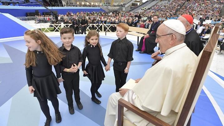 """Prin iubire și iertare evitați """"războiul rece"""" din familie: papa Francisc, la Sărbătoarea familiilor"""
