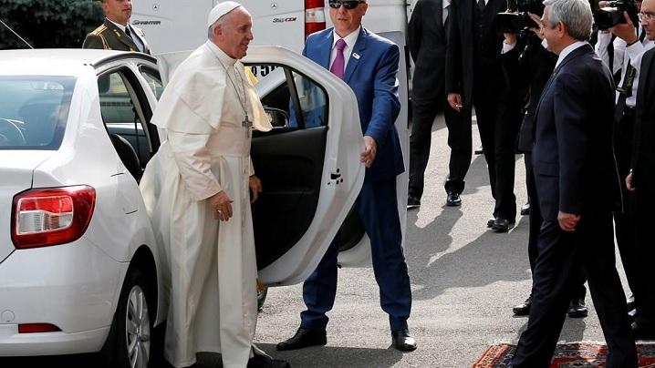 Papa Francisc folosește Dacia Logan
