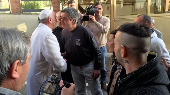 Papa Francisc i-a vizitat pe toxico-dependenţi