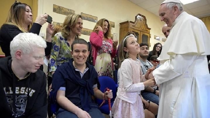 Papa Francisc a vizitat Centru Sant