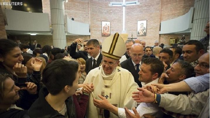 Deținuții unui penitenciar din Milano îi scriu Papei