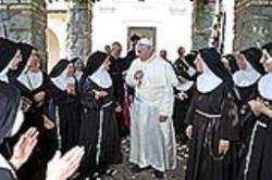 Papa vizitează la Castel Gandolfo mănăstirea călugăriţelor clarise