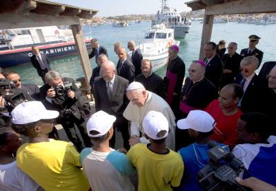 """Imigranţii înghiţiţi de mare, un spin în inima Papei. """"Aşa ceva să nu se mai repete!"""""""