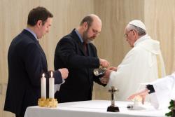 Rugaţi-vă pentru episcopi şi preoţi