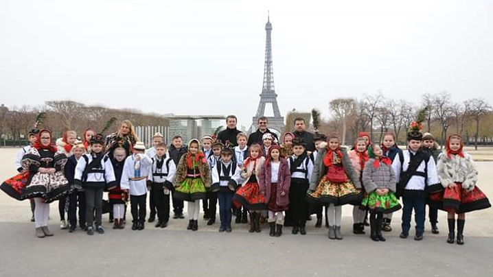 FOTO: Colindători greco-catolici la Ambasada României din Franța