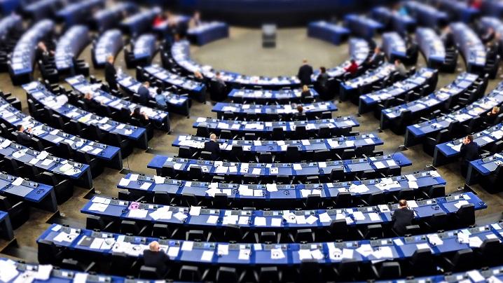 Controverse după ce Parlamentul European cere fonduri pentru avort