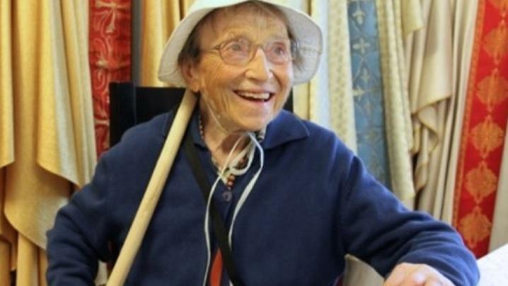 După 1000 de kilometri pe jos, o pelerină în vârstă de 95 de ani ajunge la destinație