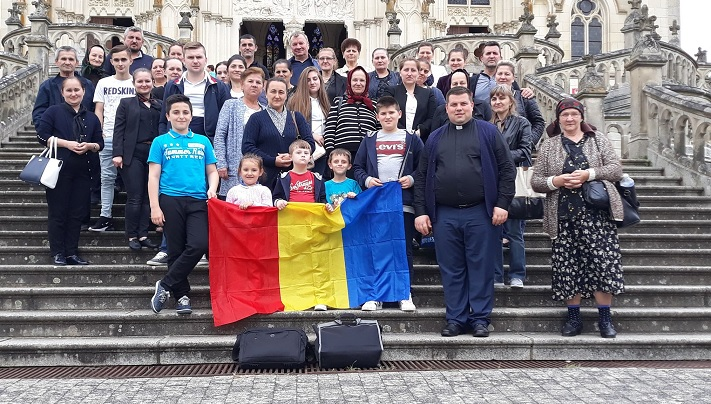 Pelerinajul românilor greco-catolici de la Paris la Notre Dame de Montligion
