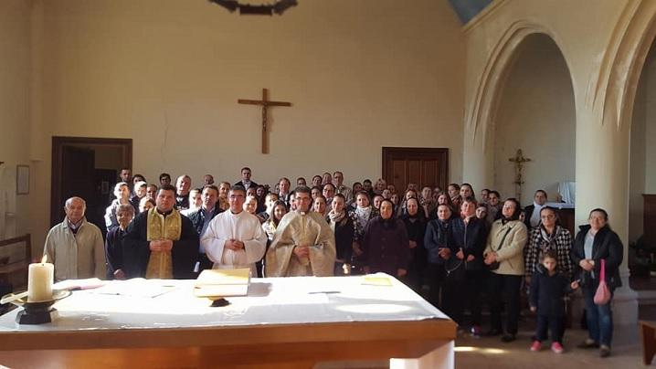 FOTO: Pelerini români la altarul martiriului Părintelui Hamel