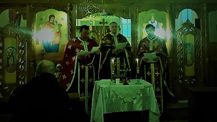Seară de rugăciune în Parohia Petelea
