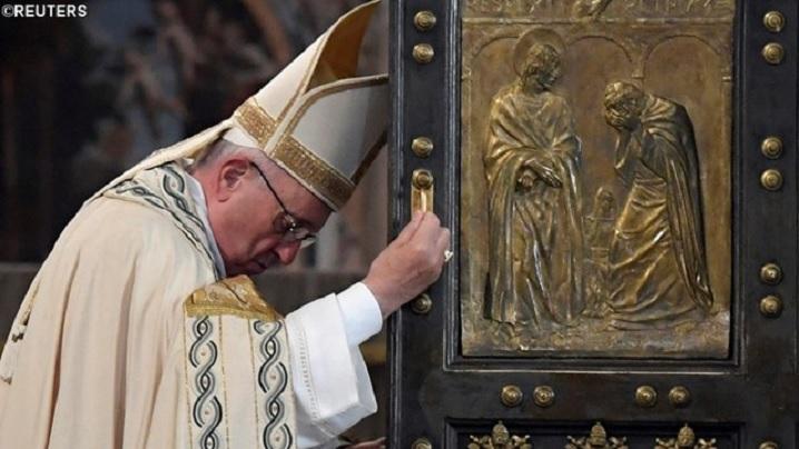Poarta Sfântă s-a închis, dar Inima lui Cristos rămâne deschisă
