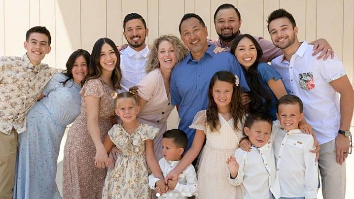Părinți a cinci copii, adoptă alți șapte frați orfani