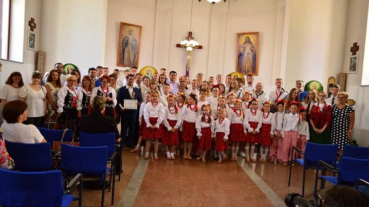 FOTO/VIDEO: Peste 100 de polonezi în vizită la Beclean