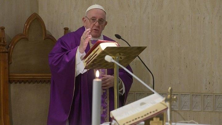 Papa se roagă pentru cei înfricoșați în fața pandemiei