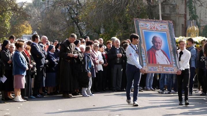Procesiunea cu relicva Sfântului Ioan Paul al II-lea pe străzile capitalei