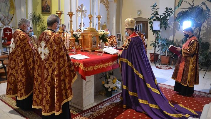 """FOTO: Prohodul Domnului celebrat în Catedrala """"Sfânta Treime"""" din Blaj"""