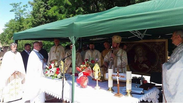 Foto: Sfințirea pietrei de temelie a noii biserici din Gurghiu