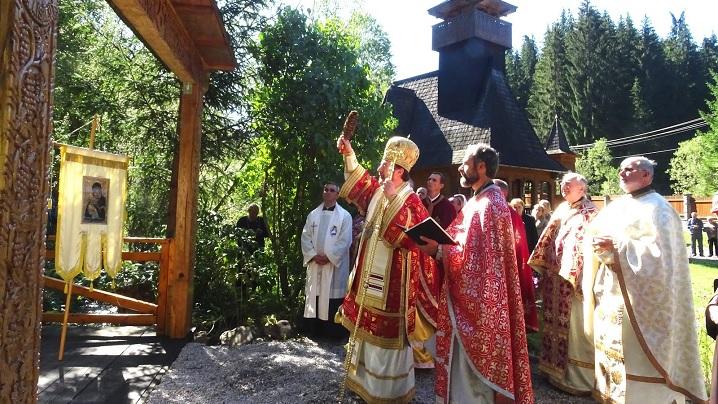 Foto: Sărbătoarea Înălțării Sfintei Cruci, hramul Schitului Stânceni