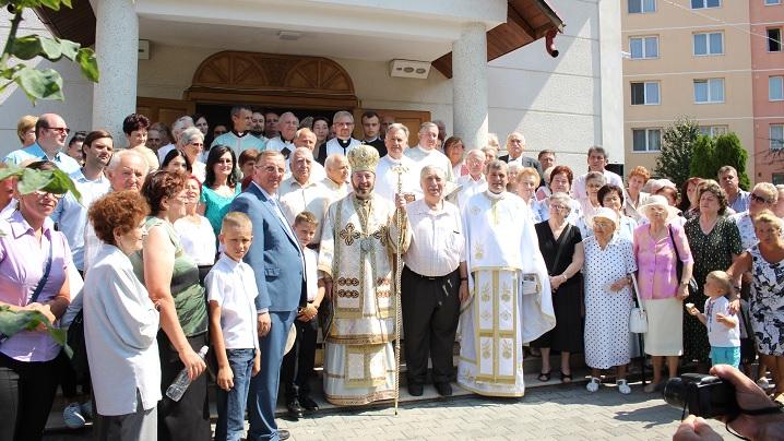 """FOTO: 20 de ani de la sfinţirea Bisericii """"Adormirea Maicii Domnului"""" din Târgu Mureș"""