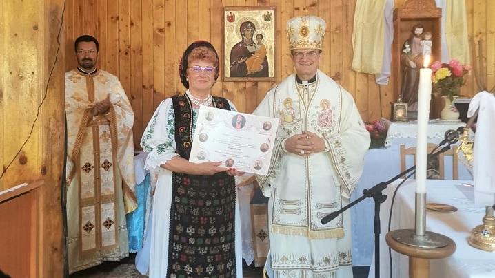 """Diplomă de cinstire acordată de PF Cardinal Lucian Doamnei Veta Biriș pentru """"mărturisirea credinței creștine prin cuvânt și fapte bune"""""""