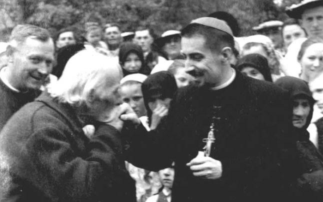 Ziarul ADEVĂRUL: Viaţa şi calvarul PS Ioan Suciu, Episcopul Tinerilor