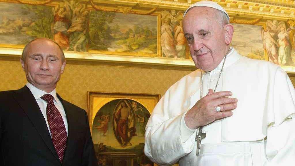 V. Putin face un gest istoric: sărută icoana Fecioarei Maria