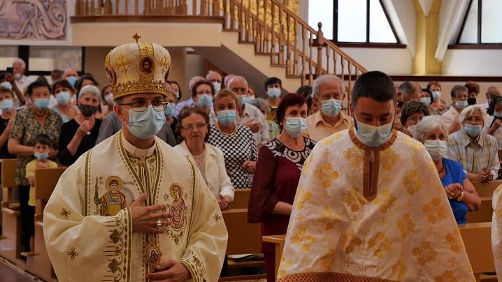 """Vizita pastorală a Preasfințitului Cristian în Parohia """"Adormirea Maicii Domnului"""" – Reghin I"""