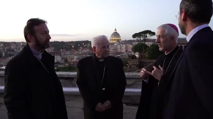 Blaj într-un minut: Terasa de unde se vede Vaticanul