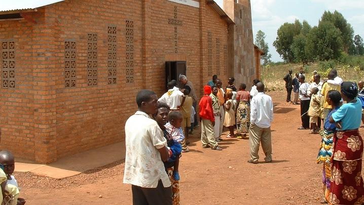 Autoritățile din Rwanda au decis închiderea a opt mii de lăcașuri de cult