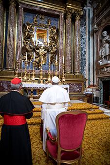 Papa prezidează rugăciunea Rozariului în bazilica Santa Maria Maggiore