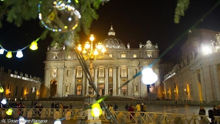 Vatican. Brad din Bavaria, iesle din Trento și globuri de la copii bolnavi