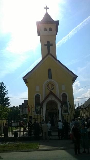 FOTO: Sfinţirea unei noi biserici la Cisnădie